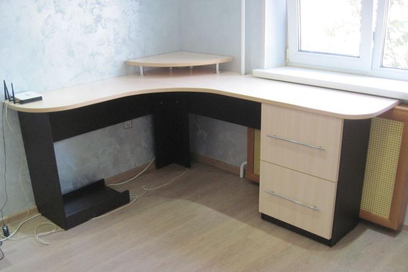 Для того чтобы окружить себя удобной, эргономичной и красивой мебелью, закажите ее у производителя, используя свои эскизы. Если вы хотите уникальный стол, который бы идеально подошел к общей обстановке, обратитесь с этим вопросом к производителю мебели, вам с удовольствием помогут составить подробный макет.